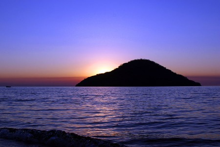 Lake_Malawi_-_Cape_Maclear_-_Thumbi_Island_Sunset